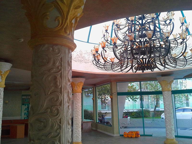 Лепене на тапети, мокет и монтаж на ламинат на Хотел Котва