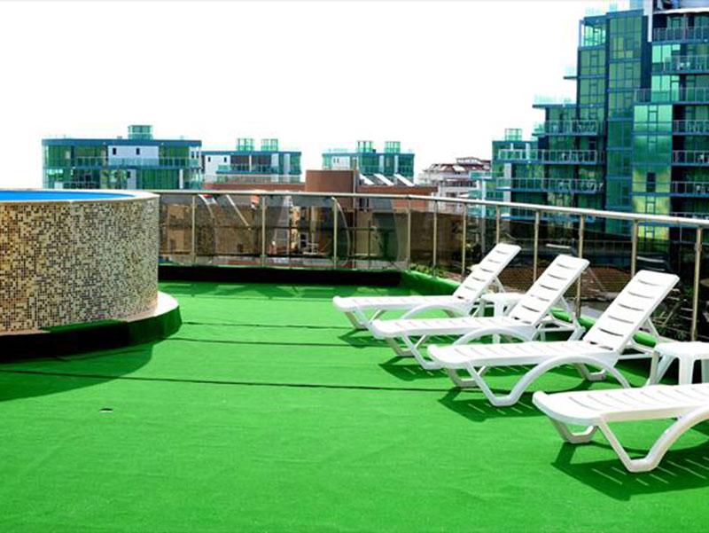 Шпакловка, боядисване и полагане на изкуствена трева на Хотел Левър