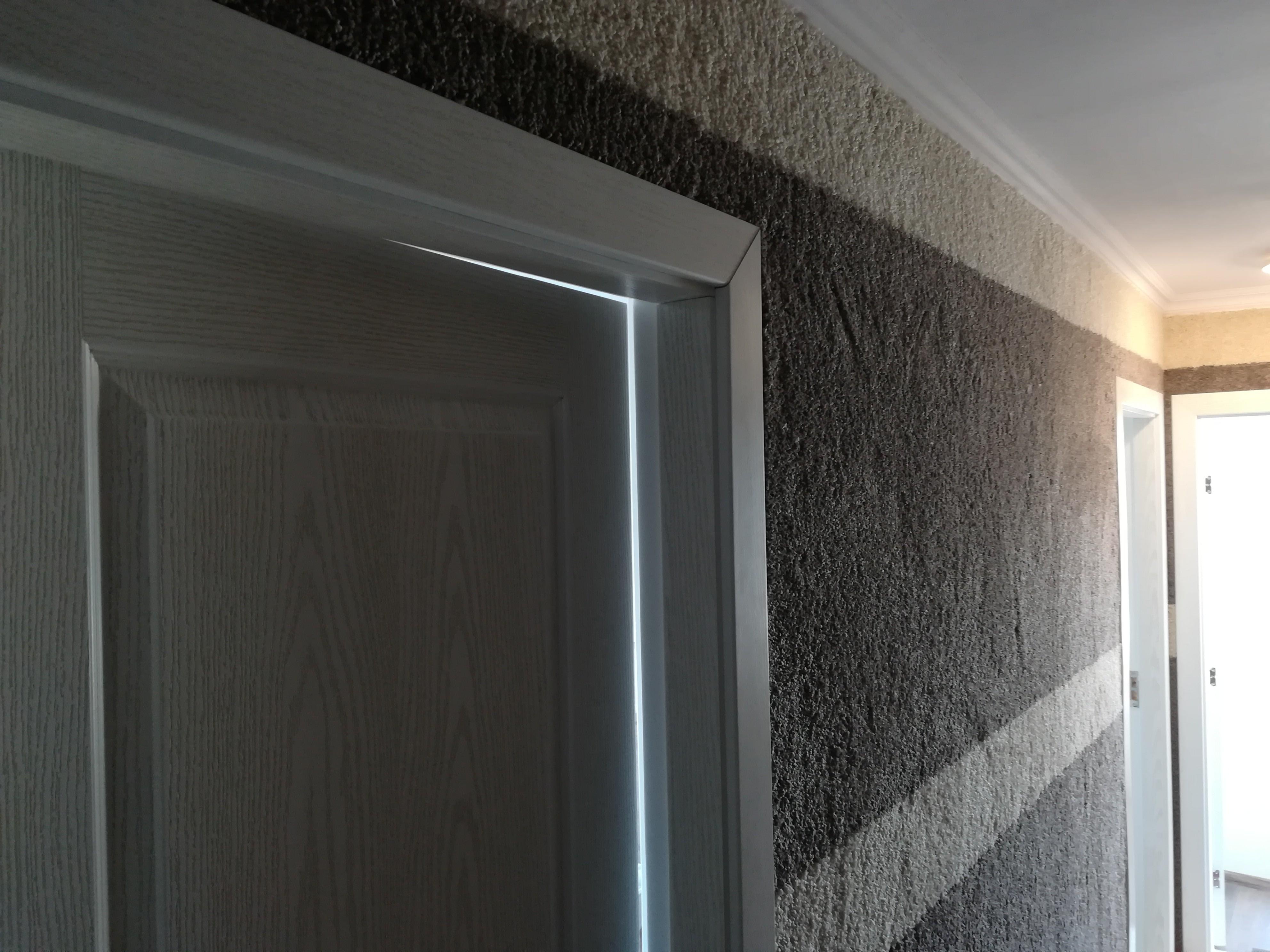 Поставяне на мокет по стени