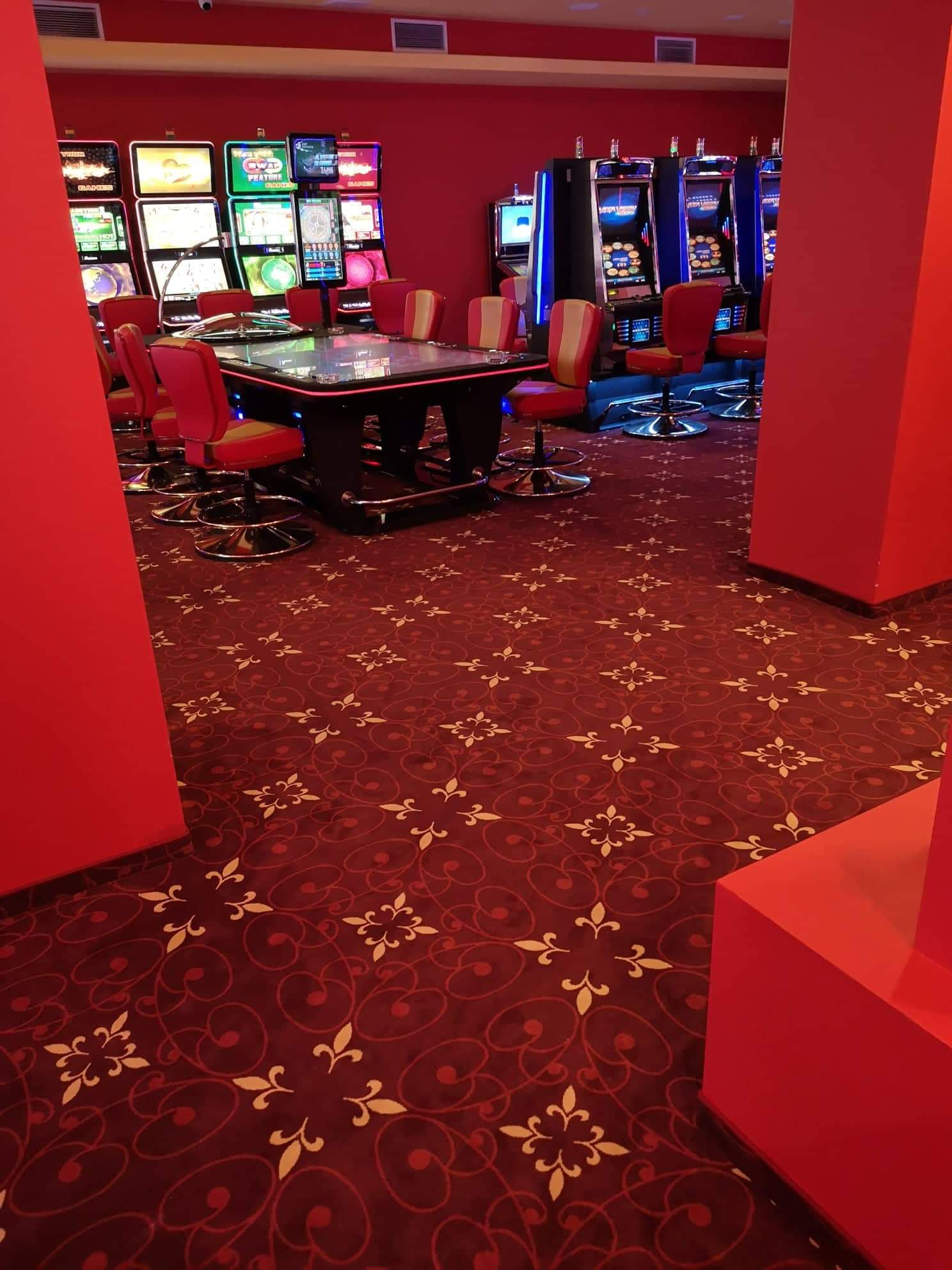монтаж на мокет в хотел Кубан, казино